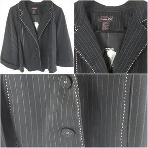 Shape fx Black and White pinstripe blazer Size 18